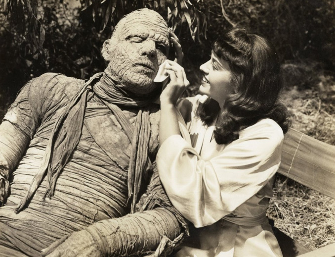 "Lon Chaney Jr. and Virginia Christine in ""The Mummy's Curse"" (1944)"