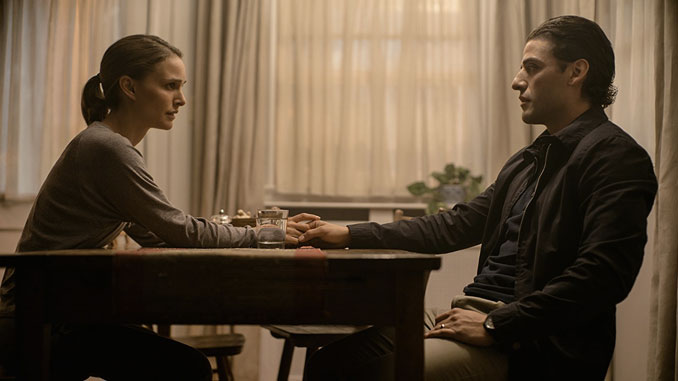 Natalie Portman and Oscar Isaac in Annihilation (2018)